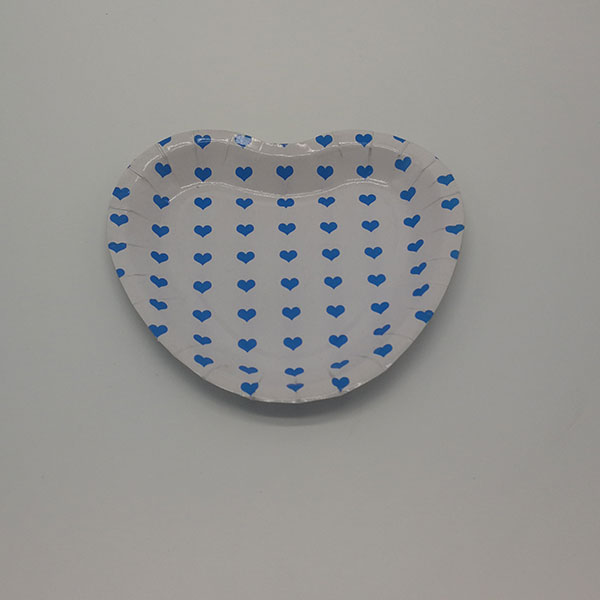 Heart shaped party paper plate