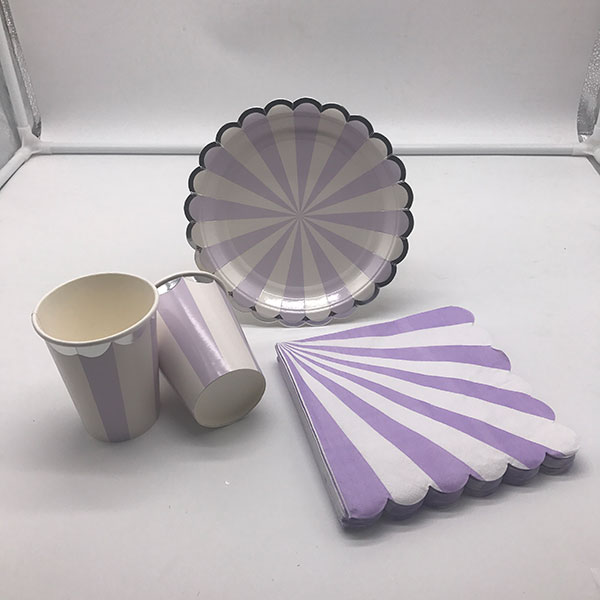 Birthday paper tableware