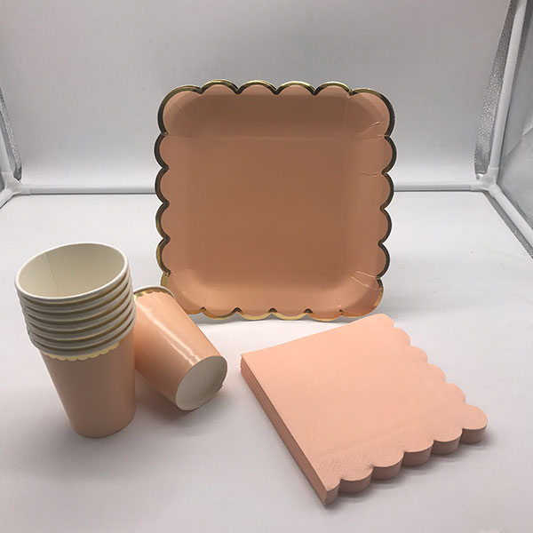 Disposable paper tableware set